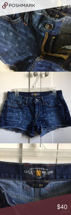 🍀 Lucky Brand Riley Short Mid rise short from lucky in about perfect condition. Stars and Stripes don the back pockets and the front is covered in fading stars. Lucky You sewn into the zipper 😉 Lucky Brand Shorts Jean Shorts