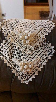 Wild Rose Garden pattern by Máire Treanor Free Crochet Doily Patterns, Crochet Doily Rug, Crochet Leaves, Crochet Stars, Filet Crochet, Irish Crochet, Crochet Designs, One Skein Crochet, Cross Stitch Cushion