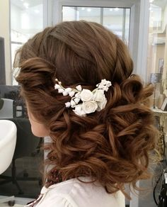 Full and luxurious low wedding hairstyle with pretty waves. Featured: Elstile