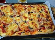 Pizza with tuna and mozzarella – a recipe from Smaker. Vegetarian Pizza, Veggie Pizza, Pizza Quotes, Pizza You, White Pizza, Pizza Restaurant, Mozzarella, Frittata, Tuna
