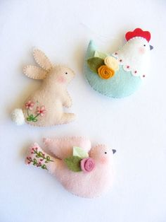 *FELT ART ~ PDF pattern - Easter ornaments - Bunny, hen and dove felt ornament, easy sewing pattern, DIY wall hanging decoration, spring embroidery Easy Sewing Patterns, Felt Patterns, Pattern Sewing, Sewing Ideas, Sewing Art, Pdf Patterns, Felt Christmas Ornaments, Christmas Crafts, Felt Birds