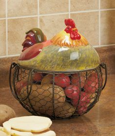 Farm Friend Wire Rooster Basket decorates your kitchen with a friendly, country-inspired look. Useful basket features a fancy topper that's shaped like the farm animal. It makes a wonderful addition to your countertop whether you display it on its ow Rooster Kitchen Decor, Rooster Decor, Chicken Kitchen Decor, Rooster Art, Kitchen Baskets, Wire Baskets, French Country Kitchens, French Country Decorating, Arte Do Galo