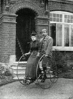 You might be cool, but you'll never be Sir Arthur Conan Doyle riding vintage dual-bike with his wife cool. Sir Arthur Conan Doyle and Wife. Images Vintage, Vintage Pictures, Vintage Photographs, Old Pictures, Old Photos, Arthur Conan Doyle, Sir Arthur, Penny Farthing, Writers And Poets