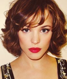 Short curly bob and makeup // LOVE this cut and color.