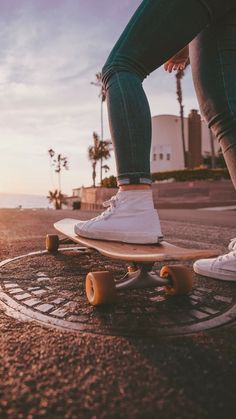 Quest Longboards is a top-selling longboard brand that is based in California, USA. We provide longboard skateboards that complement the leisure skaters' lifestyle! Skate Photos, Penny Skateboard, Skateboard Pictures, Skateboard Girl, Skateboard Tumblr, Beach Aesthetic, Summer Aesthetic, Aesthetic Photo, Aesthetic Pictures
