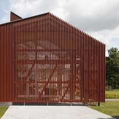 Gabled office building with bright red louvres designed by Équipe for a landscape firm in Tilburg, the Netherlands.