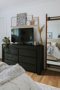 How To Decorate Around a TV. How I decorated around our TV while still shopping my house and not spending any money. Two different options to decorate Bedroom Tv Wall, Home Decor Bedroom, Bedroom With Tv, New Room, Home Interior, Home And Living, Room Inspiration, Decoration, Bedroom Decor