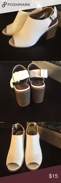 NWT white peep toe heels 💗 Never worn. Wood block heels and adjustable straps. 3 in heel. 🌻🌻 Shoes Heels