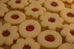 Czech Christmas Cookies, Linecke kolacky (Linzer cookies)