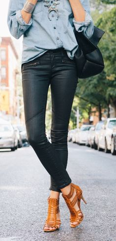 The moto jean is popping up everywhere this season! We love the trendy detailing of this style. Don't you?