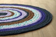 Hæklet tæppe med DIY til en pæn kant