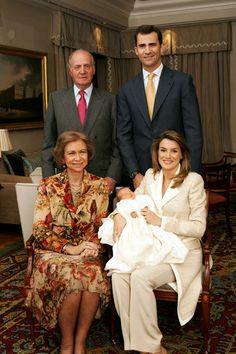 Princesse Letizia et Prince Felipe et leur fille leonor le jour de son bapteme