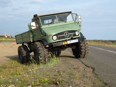 """ A mig on boggers ,, hell yeahz ! Mercedes Benz Unimog, Mercedes Benz Trucks, Big Rig Trucks, 4x4 Trucks, Cool Trucks, Supercars, Bug Out Vehicle, Expedition Vehicle, Transporter"