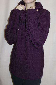 Пуловер ручной работы, связан спицами из мягкой полушерсти. Пуловер мягкий, не колючий, приятный к телу, на любой сезон.  Дополнен съемным воротом, который можно носить отдельно, как снуд.