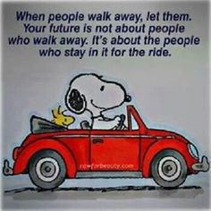 Snoopy Quotes About Life Snoopy Love, Snoopy And Woodstock, Charlie Brown Und Snoopy, Charlie Brown Quotes, Images Snoopy, Snoopy Pictures, Peanuts Images, Great Quotes, Funny Quotes
