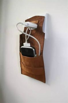 i phone dock station hammock van ConstructionSite op Etsy Leather Art, Leather Gifts, Leather Pouch, Leather Design, Art Du Cuir, Conception En Cuir, Pochette Portable, Crea Cuir, Unique Gifts For Men