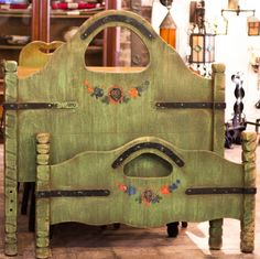 Roadside-America.com | Monterey Spanish Green keyhole Twin Bed
