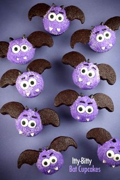 Halloween Bat Cupcakes - These would be so cute at a Halloween Party or for your child to hand out to friends at school on Halloween.