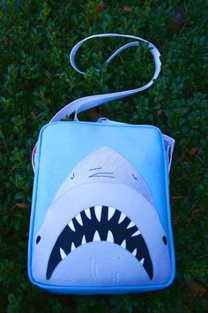 Great white - PURSES, BAGS, WALLETS - Knitting, sewing, paper crafts, jewelry, swaps, tutorials of all kinds, crochet, glass crafts and so much more on Craftster.org