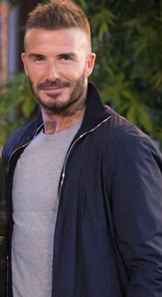Best Poses For Men, Good Poses, Hairstyles Haircuts, Haircuts For Men, Short Mens Cuts, Beckham Haircut, Hair And Beard Styles, Hair Styles, David Beckham Style