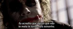 aquilo que não te mata te torna mais estranho // Heath, perfeito como Coringa Heath Ledger, Cinema, Movies And Series, Batman, Joker Quotes, Dark Knight, The Darkest, Hero, Thoughts