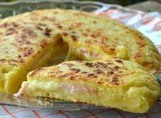 Pizza di patate con prosciutto e formaggio