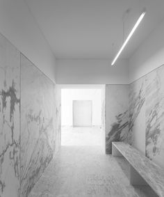 Large slabs of white marble inside the Tapestry Museum by CVDB arquitectos. Photos by FG+SG.