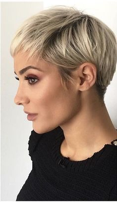 21 cortes de cabello estilo pixie que te harán ir corriendo a la peluquería Coupes de cheveux pour les femmes style de cheveux de lutin de las mujeres Pixie Hairstyles, Short Pixie Haircuts, Haircut Short, Blonde Short Hair Pixie, Barber Hairstyles, Pixie Haircut Styles, Ladies Hairstyles, Pixie Styles, Long Pixie
