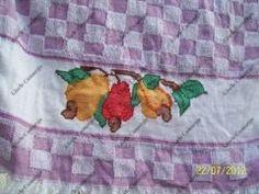 pano de prato com bordado em ponto cruz