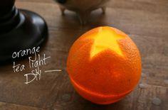 Kaarsje van sinaasappel: Haal de schil van de sinaasappel. Dit doe je door een lichte snee te maken rondom en dan met je duimen de schil te scheiden van de sinaasappel. In een helft zit dan een 'lont'. Vul die kant voor de helft met (olijf)olie en laat dit even intrekken. Na enige tijd kun je de lont aansteken. Snijdt een gat (met mooie vorm) uit de andere helft: dit wordt dan een dekseltje.