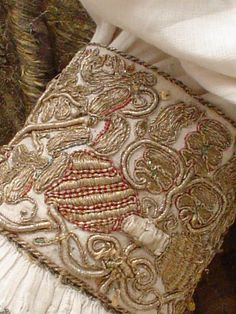 Hungarian Embroidery Ideas The wedding garments of Lajos IV and Mary of Hungary, dated 1526 Cuff embroidery Chain Stitch Embroidery, Learn Embroidery, Gold Embroidery, Embroidery Stitches, Embroidery Patterns, Beginner Embroidery, Butterfly Embroidery, Medieval Embroidery, Hungarian Embroidery