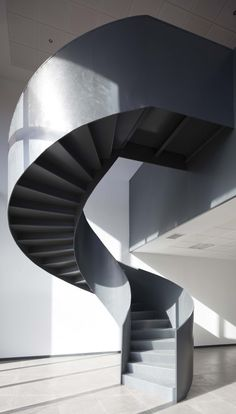 Image 7 of 25 from gallery of Scientific and Technological Park of Cantabria / Pablo Notari Oviedo + SUMAR + CONURMA. Photograph by Imagen Subliminal Staircase Railings, Modern Staircase, Spiral Staircase, Staircase Design, Stairways, Stairs Architecture, Interior Architecture, Stairs To Heaven, Home Modern