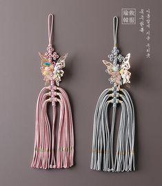화려한나비노리개 Korean Traditional, Costumes, Drop Earrings, Jewelry, Design, Fashion, Moda, Jewlery, Dress Up Clothes