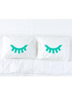 Sleeping eyes pillow case | Pinktop