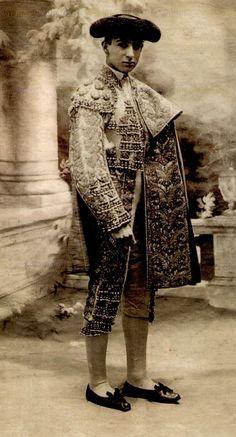 Joselito es el famoso matador más antiguo en España. Todos los matadores quieren ser Joselito porque él es lo mejor matador.