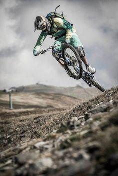 En #PhotoSports el #DeporteDeRiesgo del #CiclismoDeMontaña ...