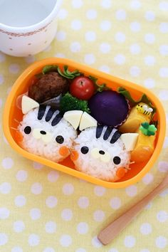 that bento tho. Lunch Box Bento, Cute Bento Boxes, Bento Food, Japanese Food Art, Japanese Lunch Box, Kawaii Bento, Childrens Meals, Bento Recipes, Food Decoration