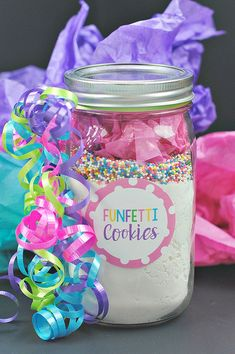 Funfetti Cookie Mix in a Jar. This is such a fun gift idea! Once you receive this gift, you can get to making some yummy cookies. #birthdaygift #giftidea #funfetticookies #cookiesinajar