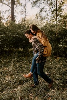 Fall Engagement Parties, Fall Engagement Outfits, Casual Engagement Photos, Fall Engagement Shoots, Country Engagement Pictures, Engagement Session, Engagement Photography, Fall Photo Outfits, Picture Outfits