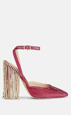 Find out which fashion trends NYC girls are steering clear of, in addition to the ones they are loving for summer Cinderella Heels, Nyc Girl, Nursing Shoes, Jimmy Choo Shoes, New Balance Shoes, Shoe Closet, Wedding Shoes, Women's Shoes Sandals, Vintage Ladies