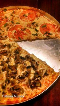 """Hoje nossa """" Quinta sem glúten"""" está ainda mais gostosa com essa Pizza de couve-flor que a Fátima Nunes do Ateliê de Gastronomia partilhou conosco. Para quem ainda não sabe, desde a quinta passada, o Simples Assim passou a dedicar esse dia a..."""