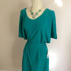 F21 Contemporary Open Back Teal cocktail Dress L Forever 21 contemporary dress in real. Dress is new with tags, and never worn. Dress is a bright teal and made of a soft fabric that feels like silk. The sleeves have cutouts on them, and it ties at the waist. The back is cut out and has a zipper closure. Perfect for a summer wedding or party. Size large, but runs small. Would say great for a size 10 or 12, but not a 14. Forever 21 Dresses Mini