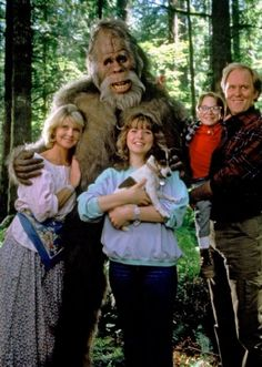 Harry and The Hendersons: sweet show, family values and all that *wink* We need more of these shows today.no crazy graphics just good old fashion acting! Movies Showing, Movies And Tv Shows, Bigfoot Documentary, Harry And The Hendersons, Short Niña, Funny Internet Memes, Old Tv Shows, My Childhood Memories, 90s Kids