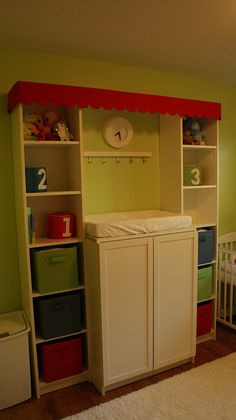 A changing station made from Ikea bookcases. Instead of a changing station, have a grocery stand or place house. Daycare Setup, Daycare Ideas, Daycare Cubbies, School Ideas, Billy Ikea Hack, Home Childcare, Home Daycare Rooms, Daycare Spaces, Baby Changing Station