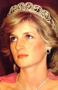 As Princess Dianas dresses go on display at Kensington Palace I think she is fitting beauty inspiration of the day. Stylish, elegant and utterly beautiful she truly was the Peoples Princess. http://media-cache3.pinterest.com/upload/160792649166011333_dOLufA4U_f.jpg sharethysecret beauty inspirations