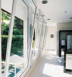 foto com grandes janelas de tombar