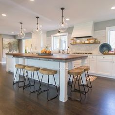 What a light and cozy kitchen featuring Kichler Lighting Everly Pendants. Designed by Jkath Design Build + Reinvent Condo Kitchen, Kitchen Reno, Kitchen Ideas, Beautiful Kitchens, Cool Kitchens, Kitchen Island With Seating, Kitchen Lighting Fixtures, Country Kitchen, Decoration