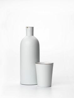 carafe and mug – minimalistic kitchen set in light grey | kitchenware . Küchengeschirr . battie de cuisine | Design: Kirsten Coelho |