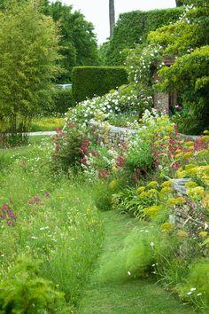 Lower Terrace and Upper Moat, Great Dixter, early June. Outdoor Plants, Outdoor Gardens, Garden Park, Dream Garden, Garden Projects, Garden Inspiration, Backyard Landscaping, Beautiful Gardens, Gardening Tips