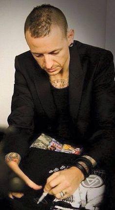 Chester Bennington - Linkin Park                              …